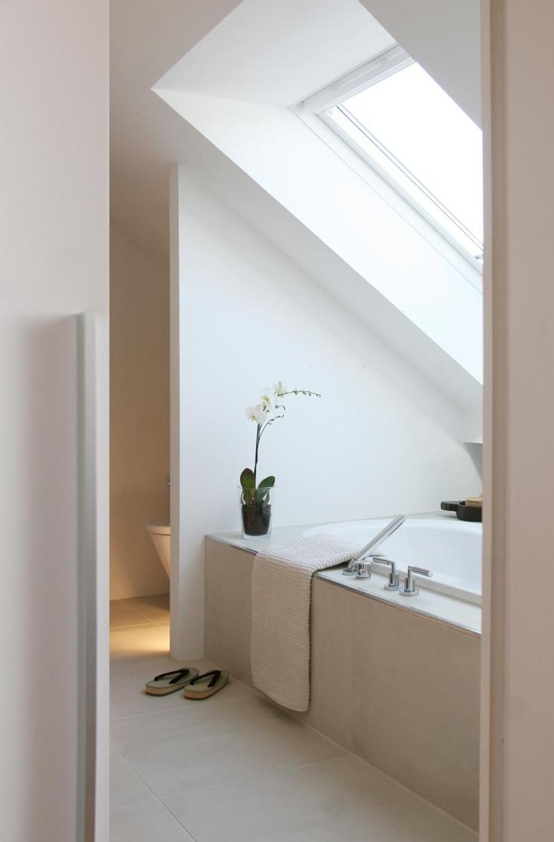 Badewanne unter der Dachschräge